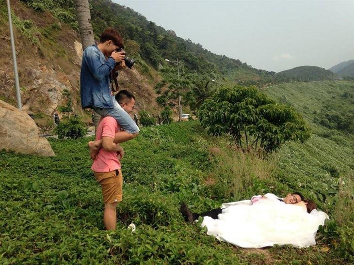每張浪漫婚紗照背后都有一個拼命的攝影師