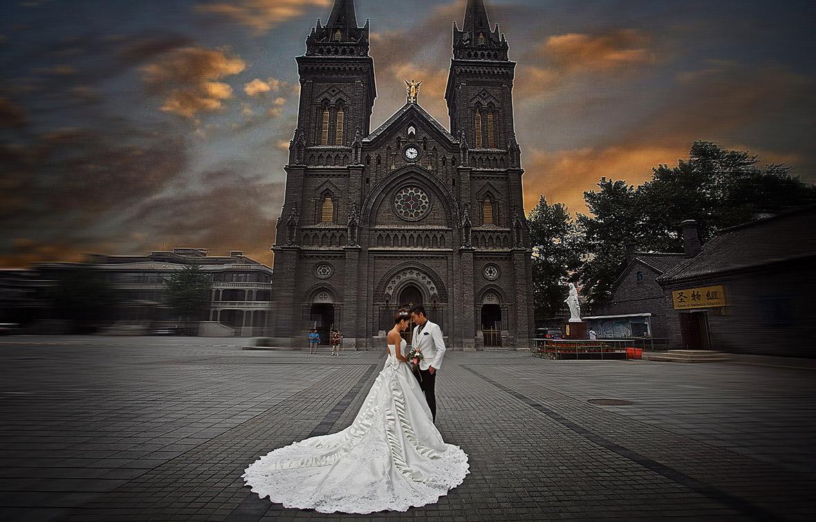 小南教堂拍婚纱照_小南教堂婚拍 图片来源:新浪博主DaK_Photography-不惧低温尽享别...